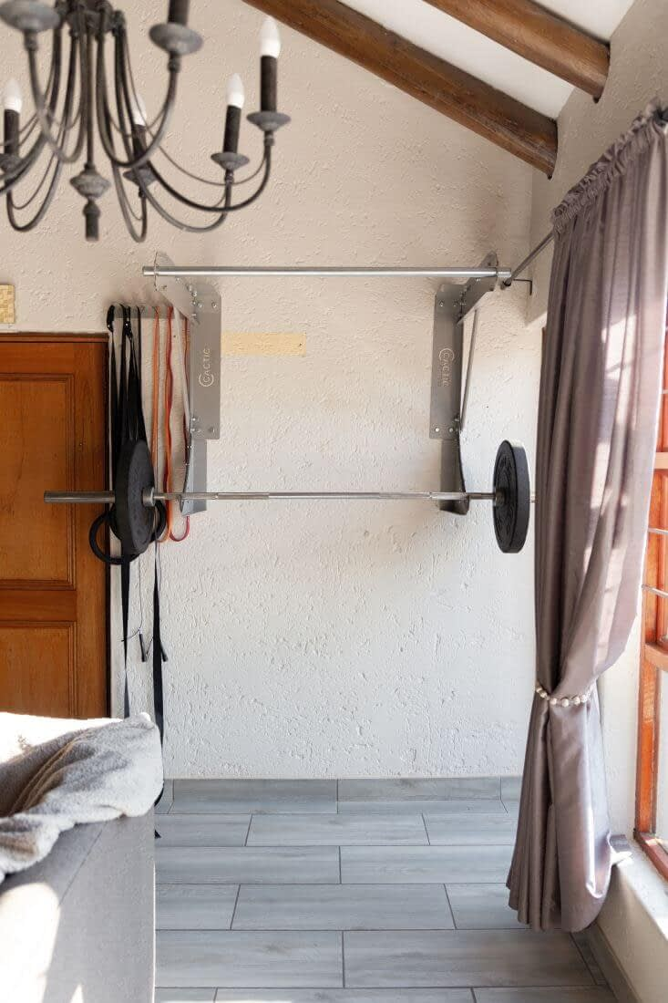 Kipping Bar With Olympic Bar And Plates